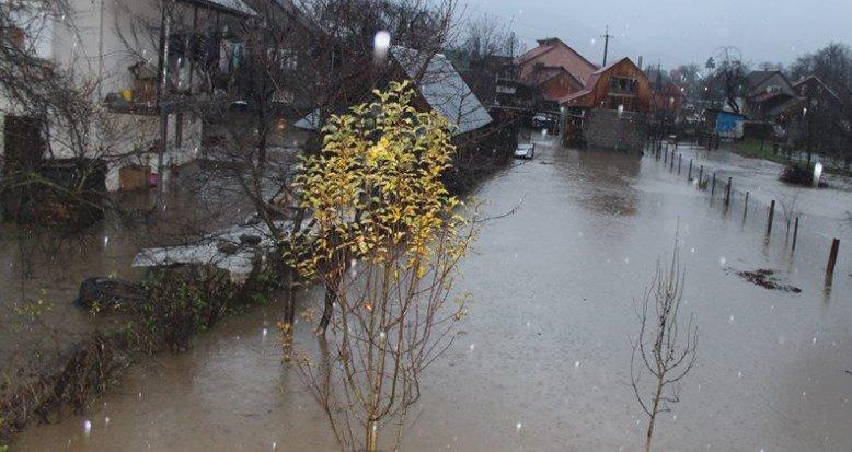 Синоптики попередили про небезпеку сходження лавин у Карпатах та підйом рівня води в річках