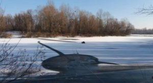 Под Киевом рыбак провалился под лед